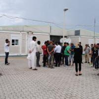 Bari, scoppia una rissa nel Cara: 7 migranti feriti. Al pronto soccorso anche un militare colpito alla gamba