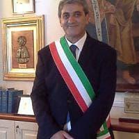 Valenzano, il sindaco aggredito in Comune: aveva negato la casa popolare
