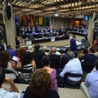 Vitalizi d'oro, in Puglia rissa sfiorata in consiglio: ai Cinque stelle