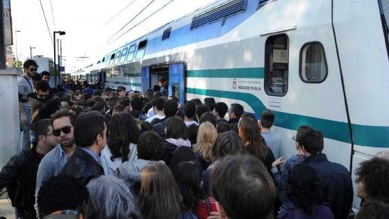 Trasporti, Ferrotramviaria si adegua al diktat della sicurezza: treni a 50 km all'ora