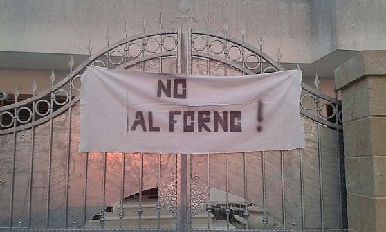 """Salento, un paese intero protesta per il nuovo forno crematorio: """"Pericoloso per la salute"""""""