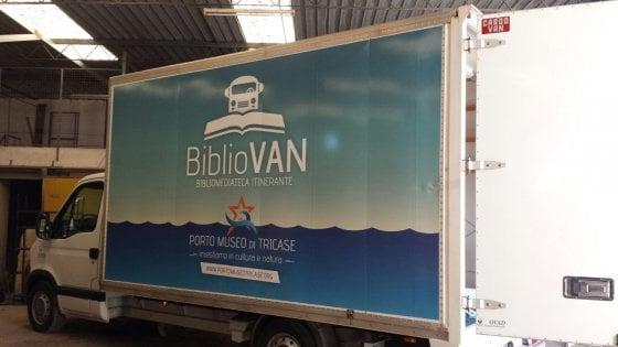 Salento, al via il caravan con la biblioteca ambulante: farà il giro d'Italia con 500 volumi