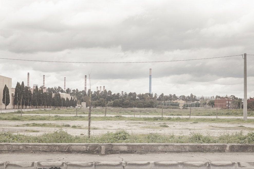 A Taranto anche i colori sono corrosi: il fotoreportage