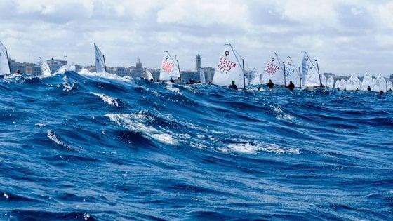 Bari, sul lungomare la domenica della vela: regata in onore di Carabellese