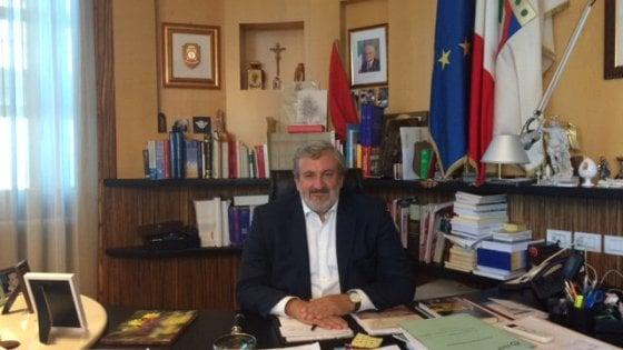 """Referendum, Civati twitta a Emiliano: """"Voti no?"""". E lui: """"Riforma pessima e invotabile"""""""