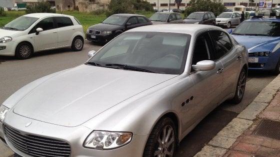 Taranto, assalto al bancomat in Maserati: in quattro riescono a fuggire dopo l'inseguimento