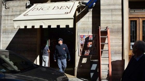 Bari, elettricista 51enne folgorato mentre monta l'insegna di un bar in centro: è grave