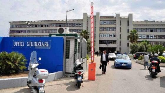 Bari, è di nuovo allarme al Palagiustizia: crepa nel pavimento, udienze trasferite