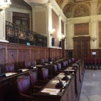 Bari, consigliera comunale posta su Facebook l'aula deserta. La maggioranza: