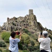 Craco, la città fantasma che strega il cinema e i turisti rivive nei progetti del...