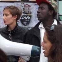 Caporalato, la figlia del ministro Padoan guida a Foggia il corteo dei migranti anti...