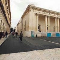 Lecce, colata di asfalto attorno al teatro Apollo. L'assessore:
