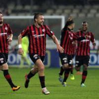 Lega Pro, il Foggia approfitta del passo falso del Lecce e lo aggancia: