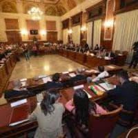 Bari, vietato scattare selfie in aula: giro di vite sui consiglieri comunali