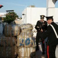 Bari, 7 quintali di droga nascosti nella villa abbandonata sulla spiaggia: