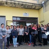 Brindisi, le mamme bloccano l'accesso alla scuola: