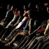 Bitonto come Goro, traffico bloccato e rivolta contro i migranti: