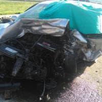 Scontro frontale fra due auto sulla Foggia-Canosa: un morto e quattro feriti