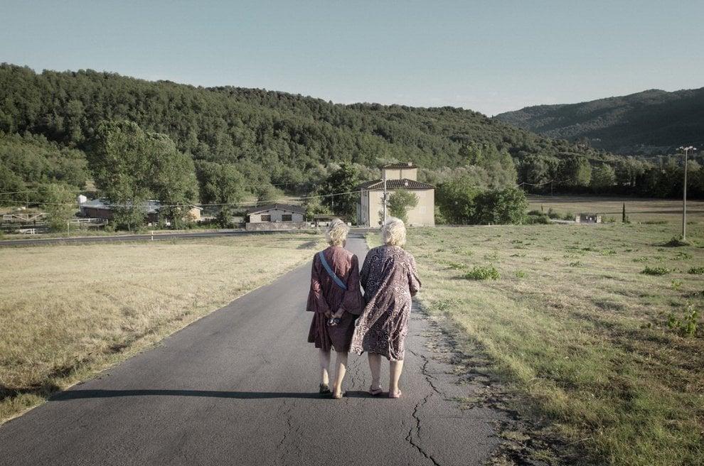 'Sorelle': gli scatti raccontano la storia di due gemelle