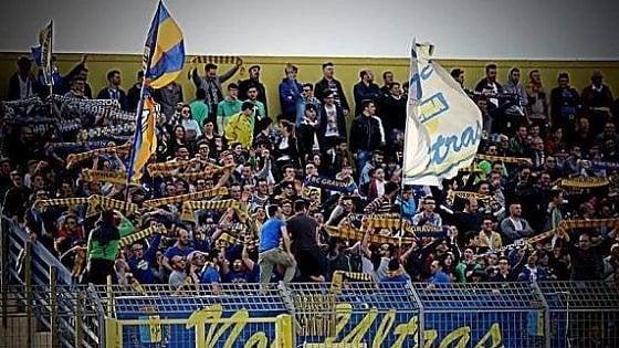 Calcio: Daspo per 17 tifosi del Gravina