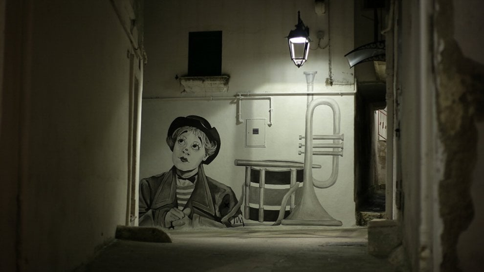 Il cinema sui murales: Castellaneta racconta le star di ieri