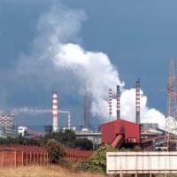 Taranto, la Camera cancella 50 milioni per le cure antinquinamento. Poi il governo fa dietrofront