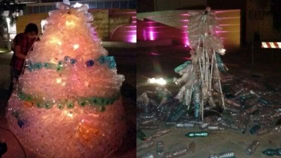 Al Baño Piazza Grande: ragazzini distruggono l' albero di Natale appena realizzato in piazza