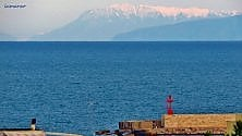 Otranto, vista sui monti innevati dell'Albania