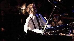 Agenda  Raphael Gualazzi in concerto  al Team di Bari con 'Love Life Peace'