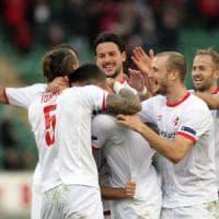 Bari, doppia punizione alla Salernitana: De Luca e Daprelà firmano il 2-0