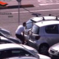 Foravano le ruote, poi derubavano gli automobilisti: sgominata banda di