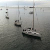 Taranto, barche in corteo contro la ricerca di petrolio in mare: