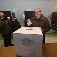 Referendum, Michele Emiliano vince in Puglia il duello con Decaro: