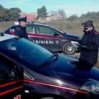 Andria, scambia i carabinieri per corteggiatori della moglie: ladro di olive