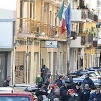 Andria, esplode una bomba nel commissariato di polizia: ferito un addetto alle pulizie
