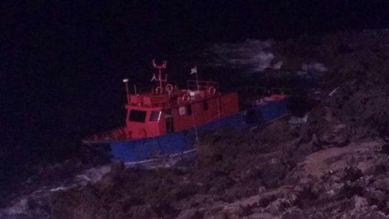 Migranti, 169 sbarcano nella notte in Salento: anche i neonati costretti a tuffarsi nelle acque gelide