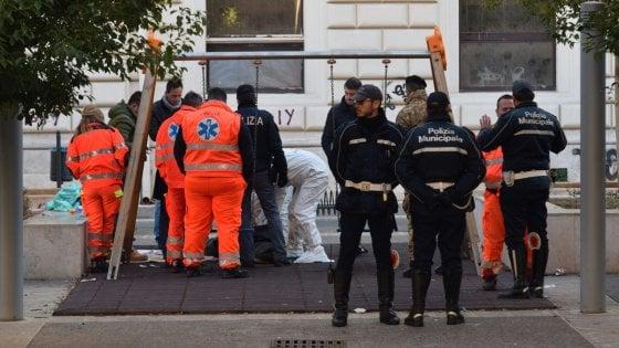Clochard muore in pieno centro a Bari: freddo tra le possibili cause