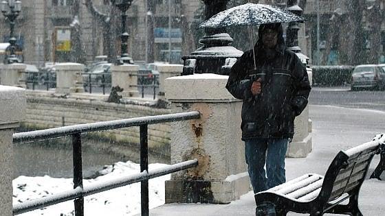 Puglia, emergenza neve per l'Epifania: sale nelle strade e termosifoni accesi nelle scuole chiuse
