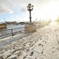 Neve a Bari, disagi nelle vie della città imbiancata