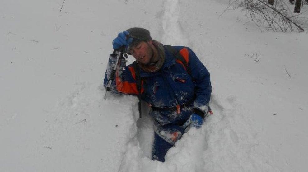 Maltempo in Puglia, gli operai Enel sfidano la neve