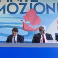 """Segreteria pd, Michele Emiliano rilancia la sfida contro Renzi: """"Sono pronto a candidarmi"""""""