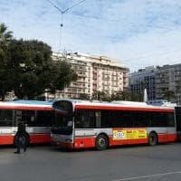 Bari, blitz dei sindacati nell'officina Amtab: stop a 50 bus non a norma.