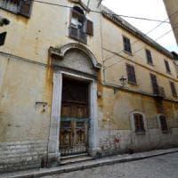Bari, addetta alle pulizie cade in una botola di Palazzo San Michele: non