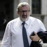 """Segreteria Pd, Michele Emiliano  pronto a sfidare Renzi: """"Potrei  candidarmi"""". Scintille con Calenda De Vincenti contrattacca sul Sud"""