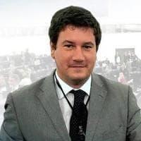 Bisceglie, l'ex eurodeputato Silvestris aggredito in strada: pugno al volto dopo una lite