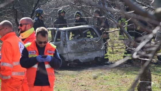 Bari, 82enne muore carbonizzata nel rogo della sua auto: il marito ha dato l'allarme