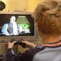 """Bari, una mamma racconta: """"Mio figlio 13enne per 40 ore di fila sul web. Ora l'ho..."""