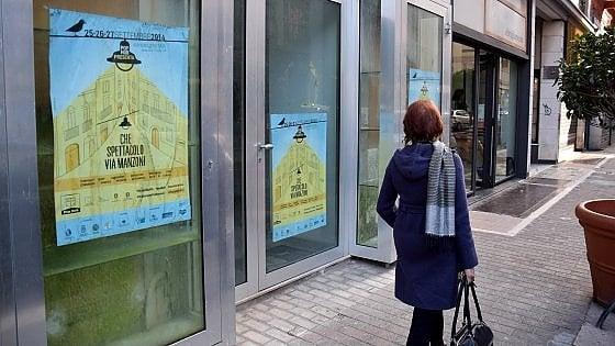 Bari vetrine sporche nei negozi chiusi decaro for Negozi arredamento bari