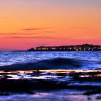 Salento, al tramonto si scorge il Pollino all'orizzonte