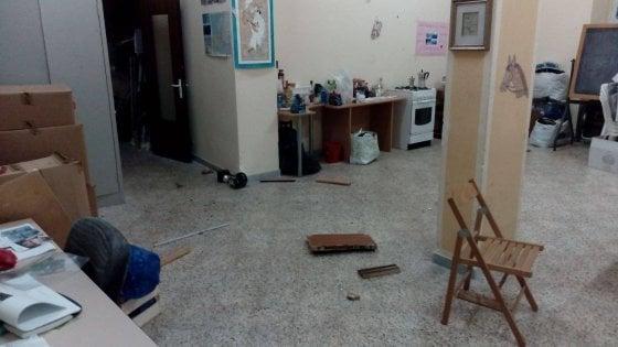 """Bari, blitz dei vandali nella sede delle associazioni che assistono i disabili: """"Siamo addolorati"""""""